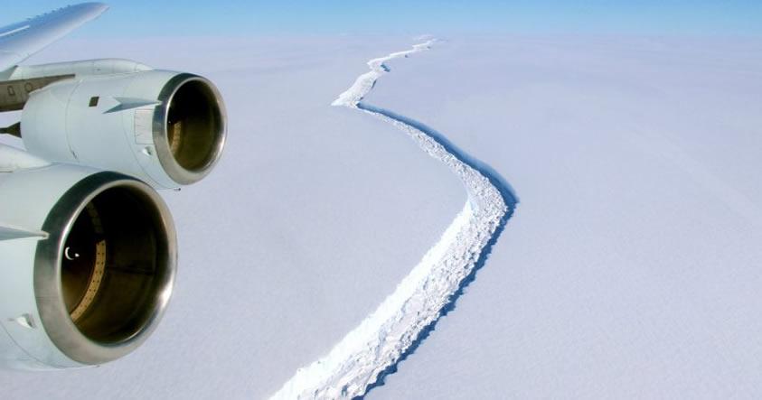 Iceberg, tres veces más grande que México, a punto de desprenderse de la Antártida