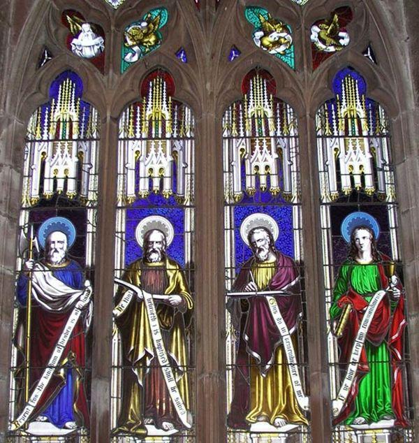 La vidriera de los Evangelistas diseñada por Wright e instalada en la iglesia de St. Luke de Hodnet.