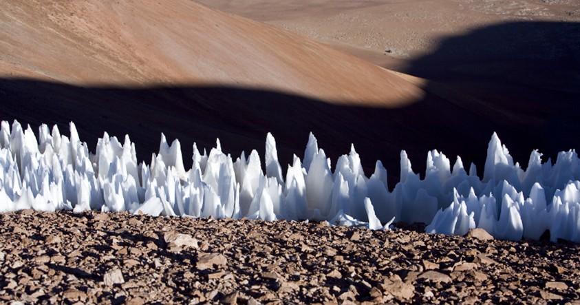 Las espectaculares «agujas de nieve» de cientos de metros de altura en Plutón