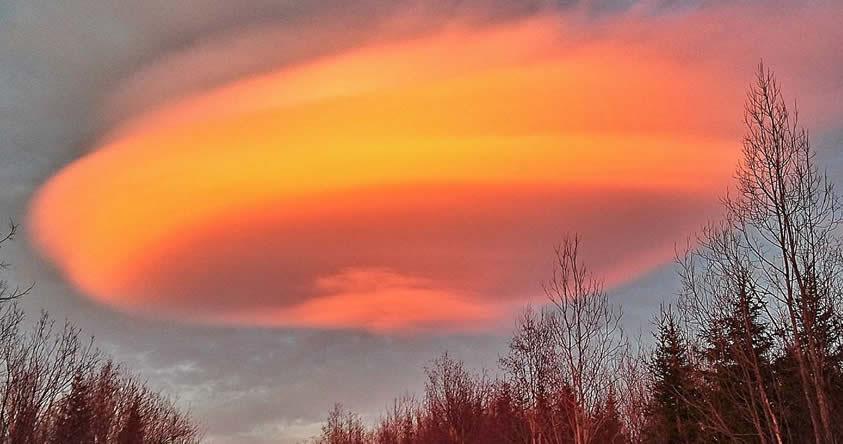 Sorprendente: Una «nube OVNI» es capturada en el cielo de Suecia