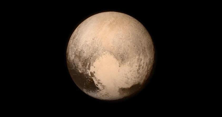Científicos descubren en Plutón formaciones de hielo solo vistas en la Tierra