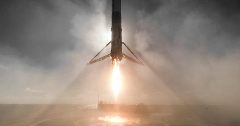 SpaceX logra aterrizar con éxito su cohete Falcon 9 en Cabo Cañaveral