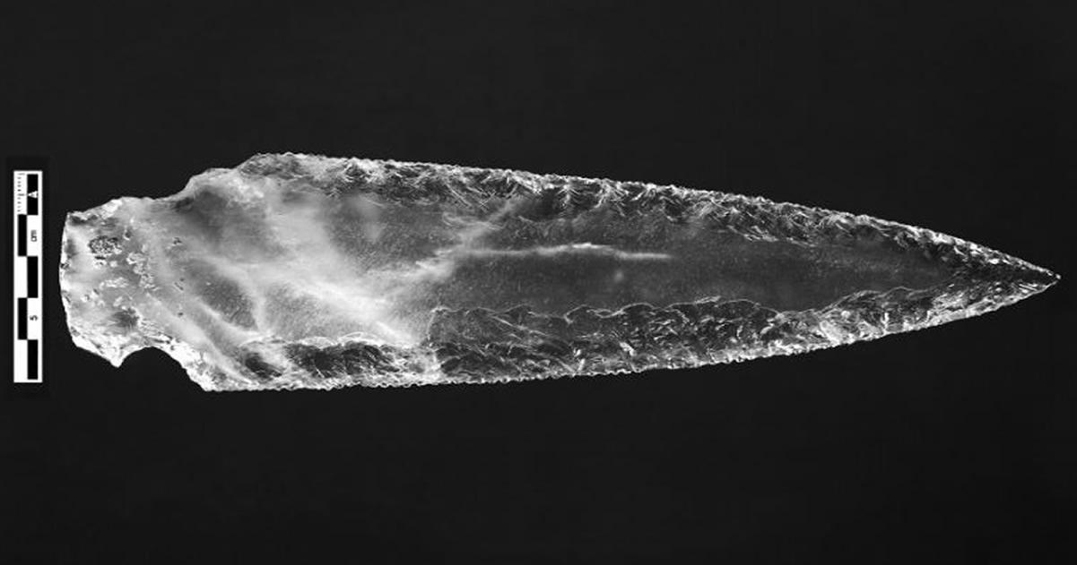 Arqueólogos descubren un conjunto de armas prehistóricas de cristal en España