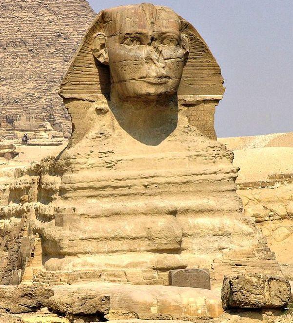 Tras estudiar la erosión de la esfinge algunos geólogos datan su construcción en la Edad del Bronce, antes de la aparición de la antigua civilización egipcia.