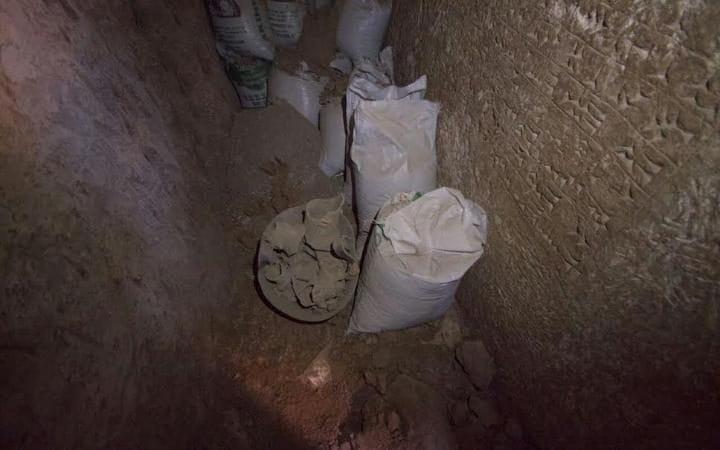 Una inscripción cuneiforme de mármol del rey Esarhaddon.