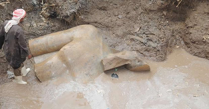 Descubren la estatua de un Coloso de 8 metros que podría representar a Ramsés II