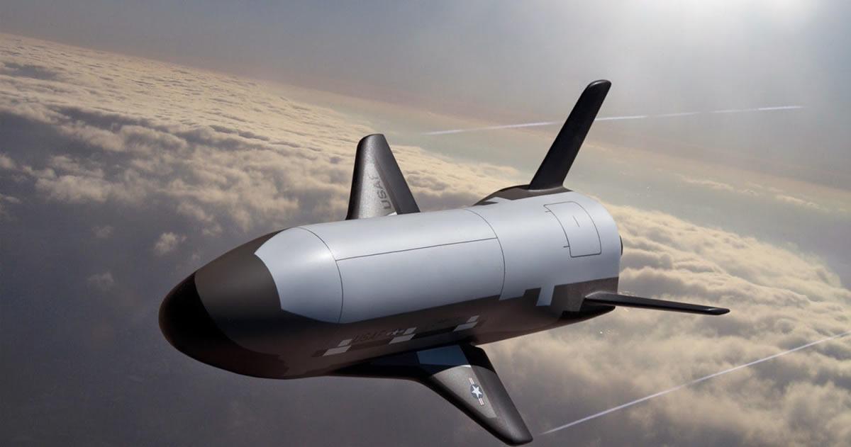 El transbordador secreto X-37B regresa a la Tierra después de 678 días en el espacio