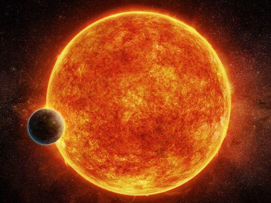 Impresión artística del exoplaneta rocoso recién descubierto, LHS 1140b que se encuentra en la zona habitable que rodea su estrella 'enana roja'. El planeta pesa aproximadamente 6,6 veces la masa de la Tierra y se muestra pasando por delante de su estrella.