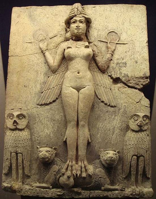 """Relieve de la """"Reina de la Noche"""". La figura representada podría ser un aspecto de la diosa Ishtar (en sumerio Inanna), diosa mesopotámica del amor sexual y de la guerra."""