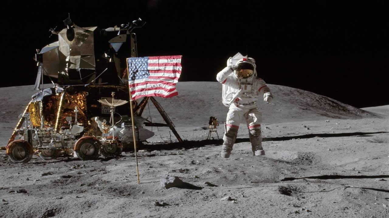NASA: «Las banderas norteamericanas en la Luna se están desintegrando»