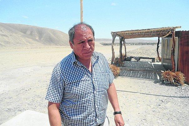 Arqueólogo Jhony Isla Cuadrado investiga supuesta hallazgo alienígena en Nasca, Perú.
