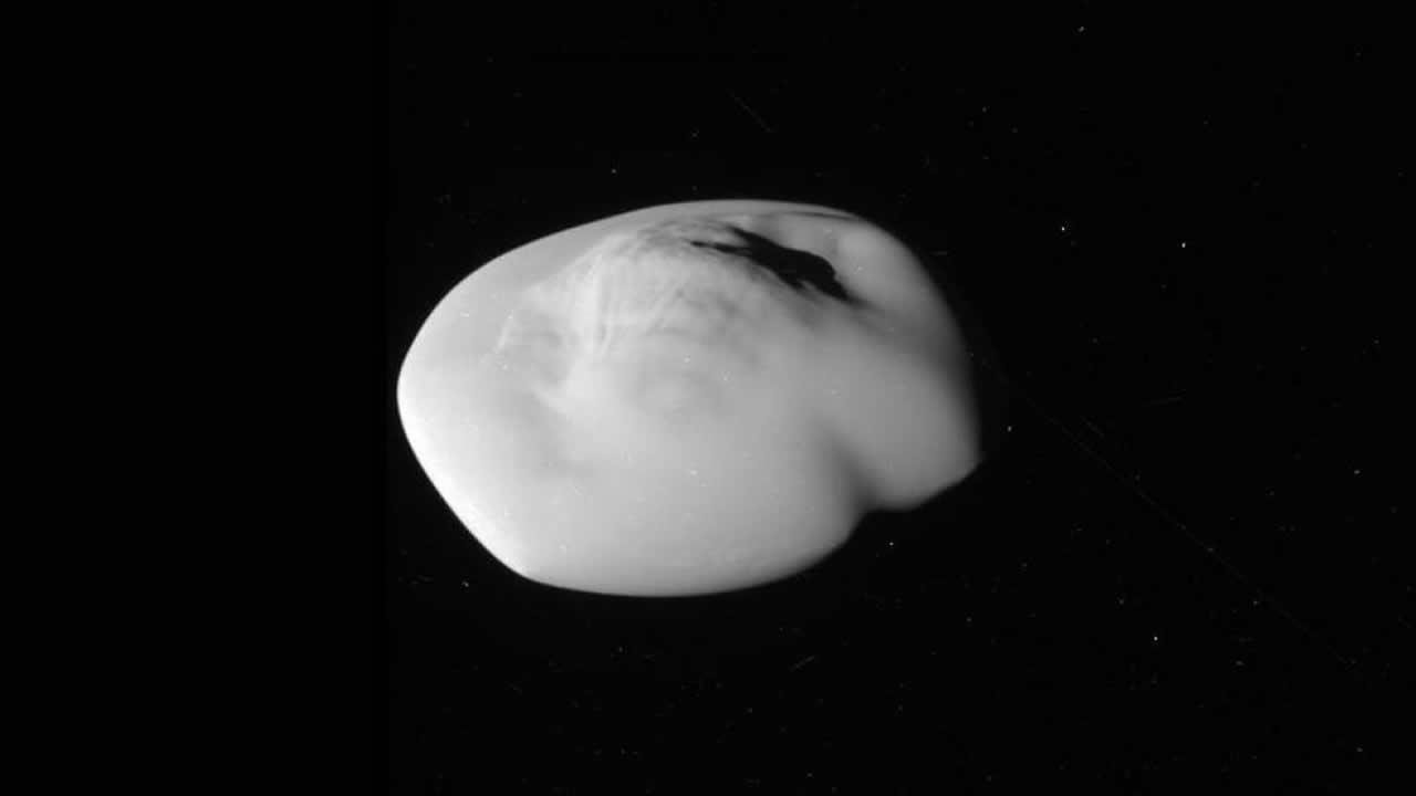 NASA fotografía de cerca a Atlas, el «platillo volador» de Saturno