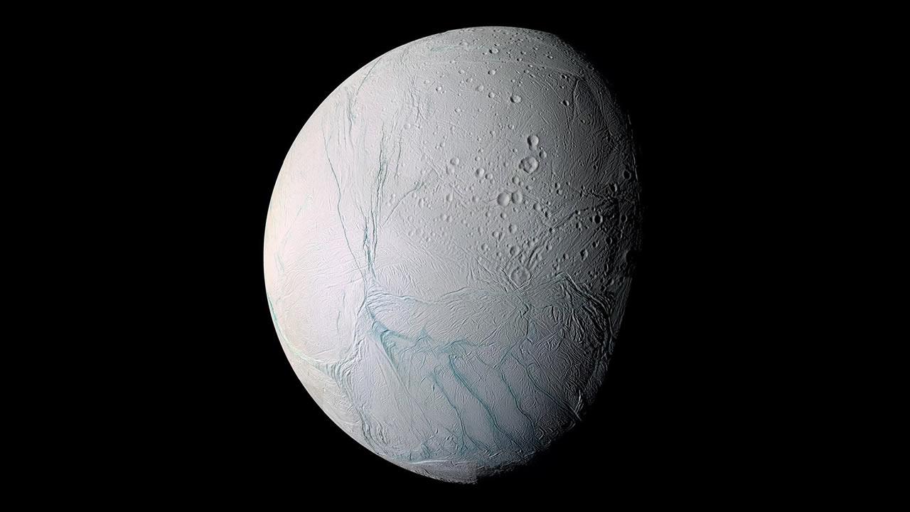 NASA confirma que Encélado, luna de Saturno, puede albergar vida
