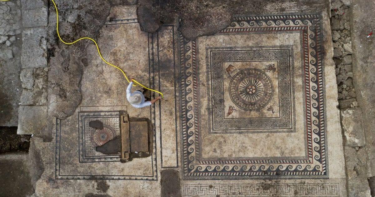 Los mosaicos fueron hallados en un edificio de una antigua ciudad romana en Francia.