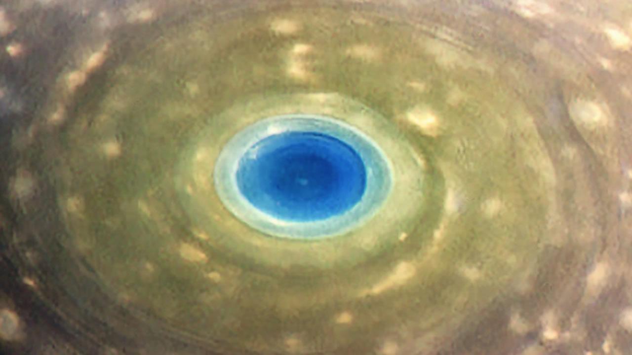 Este es el primer vídeo de la impresionante inmersión de Cassini en los anillos de Saturno