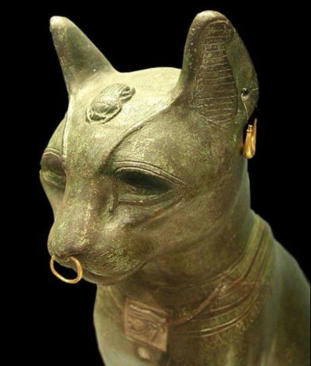 El gato llamado 'Gayer Anderson' . Una versión de la diosa Bastet de bronce realizada en el periodo tardío. Museo Británico