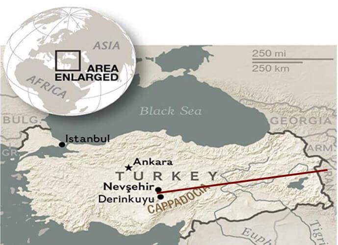 La línea roja marca la distancia entre el lugar en Turquía y el sitio donde se descubrieron las estatuillas con forma de reptil.