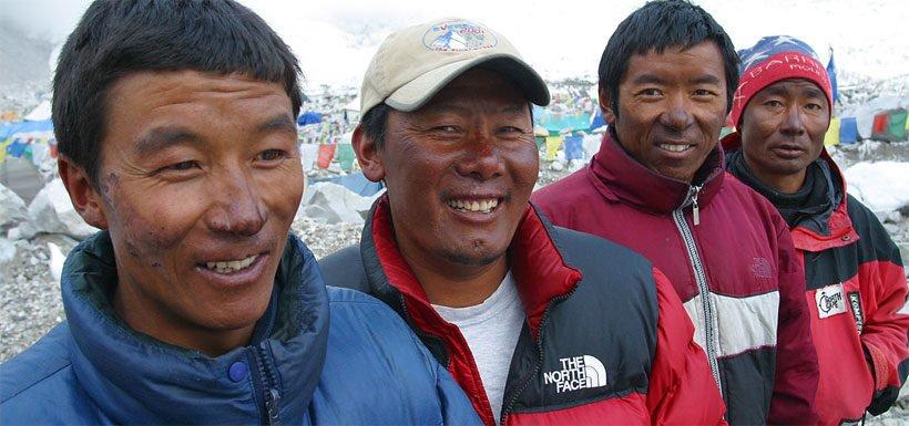 Los sherpas, habitantes de las montañas del Himalaya, han desarrollado adaptaciones metabólicas que permiten a los tejidos utilizar el oxígeno de forma más eficiente.