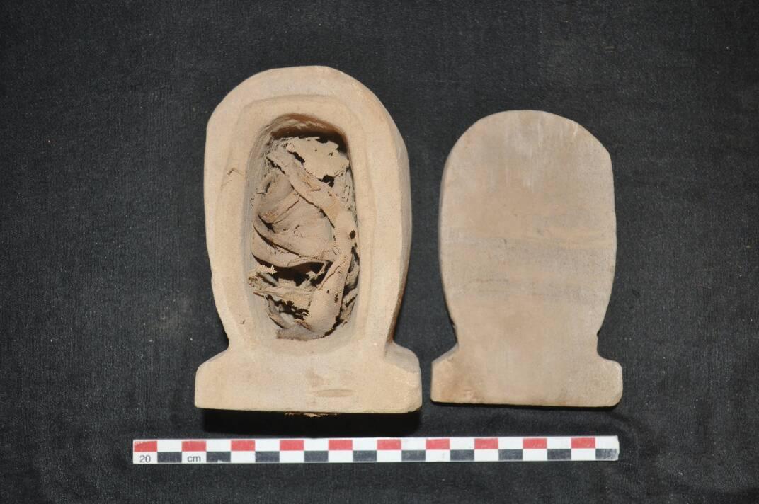 Uno de los artefactos encontrados en las tumbas