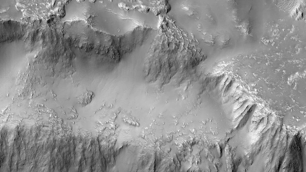 NASA publica fotografías de las impresionantes «cataratas del Niágara» de Marte