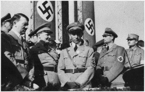 Adolf Hitler y varios de sus colaboradores creían firmemente en la Teoría de la Tierra Hueca.