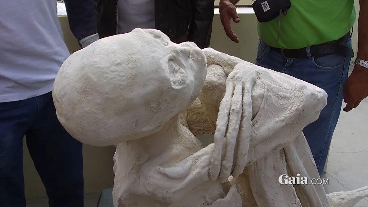 Científicos peruanos denunciaran a mexicanos que afirmaron encontrar momias alienígenas