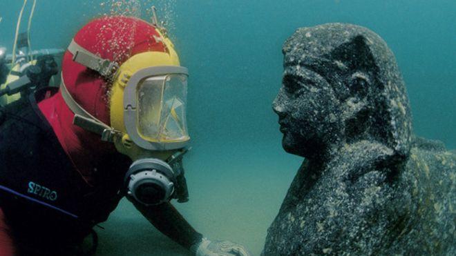 Objeto monumental de la ciudad sumergida en la desembocadura del Nilo. Thonis Heraklion. (IEASM)