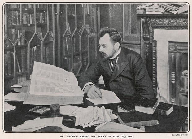 Wilfrid Voynich, quien descubrió el manuscrito.
