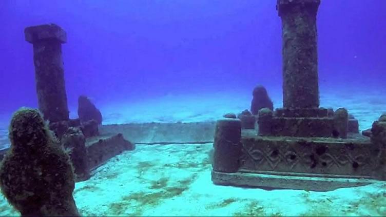 Restos del mítico Dwarka, sumergido en el golfo de Cambay, India.