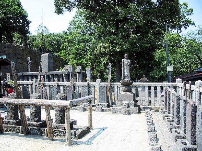 Vista parcial de las tumbas de los 47 Ronin en la actualidad.