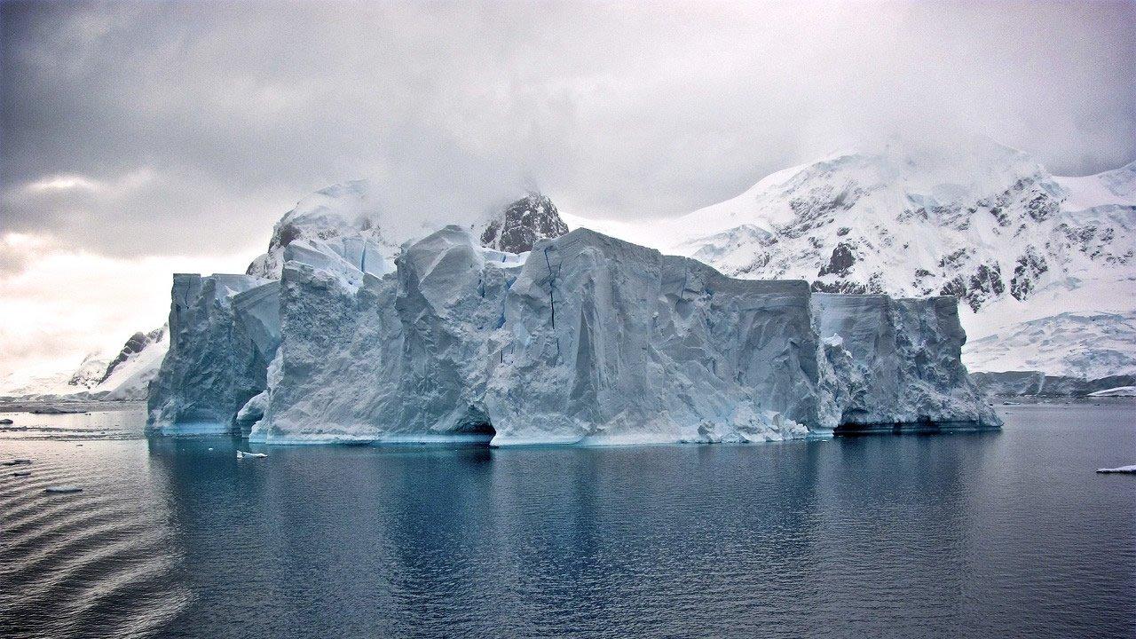 Bergxit: Un iceberg del tamaño de Suiza está a punto de desprenderse de la Antártida