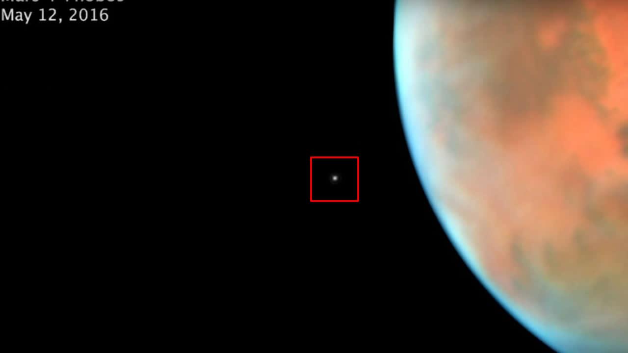 NASA capta sin querer a la diminuta Fobos orbitando Marte