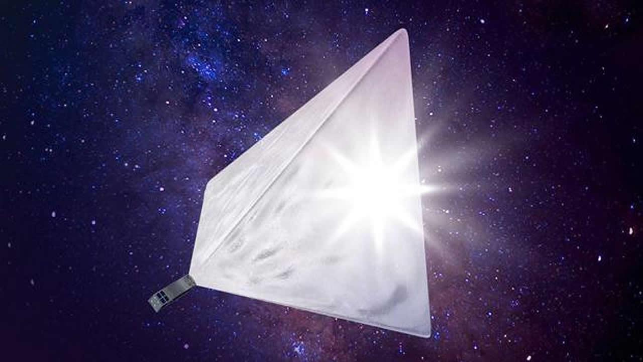 El satélite ruso casi tan brillante como la Luna llena