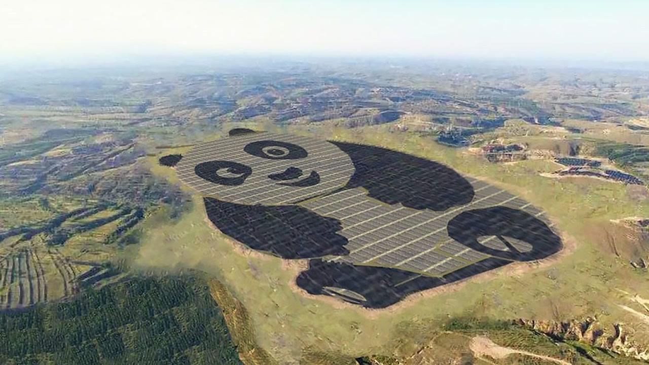 China acaba de construir una granja solar de 250 hectáreas con forma de panda gigante
