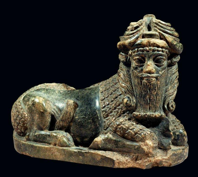 Toro con cabeza humana. Una representación que a menudo decoraba los antiguos templos. ¿Es este un resultado de los experimentos genéticos de los dioses extraterrestres?