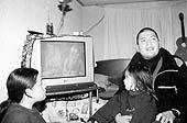 Alfonso Pérez Huenchul , muestra el video donde apareció el mensaje de su madre y hermana.