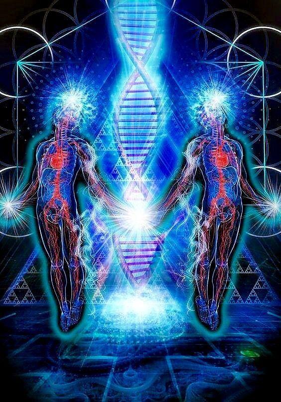 Cada uno tiene una llama gemela y cada uno tiene un sistema de chakras; nuestros chakras son nuestros centros de energía y la energía que los atraviesa se llama Kundalini.