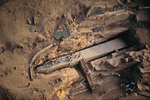 El gran obelisco inacabado de la cantera de Asuán