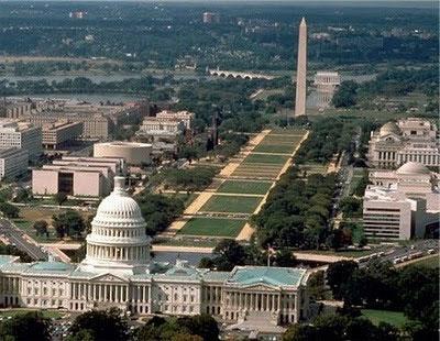 El Monumento a Washington, un obelisco egipcio que representa el principio masculino, está directamente relacionado con la cúpula del Capitolio, que representa el principio femenino. Juntos producen una energía invisible a Horus representada por Sirius.