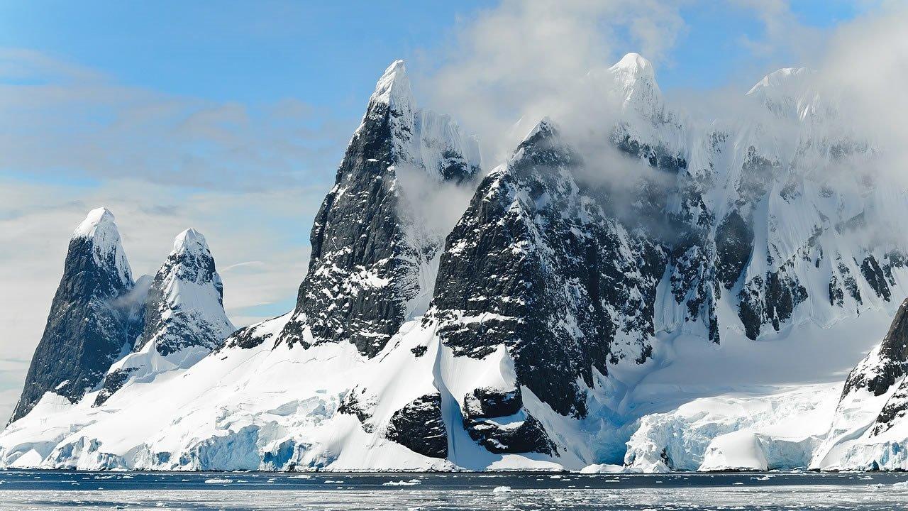 Descubren 91 nuevos volcanes debajo de la capa de hielo de la Antártida