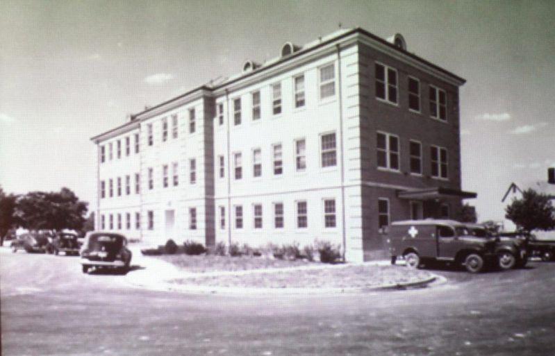 La Base de la Fuerza Aérea de Wright-Patterson en Dayton, Ohio (en la foto) alberga un vasto complejo de bóvedas llenas extraterrestres vivos y muertos, de acuerdo con un ex trabajador.