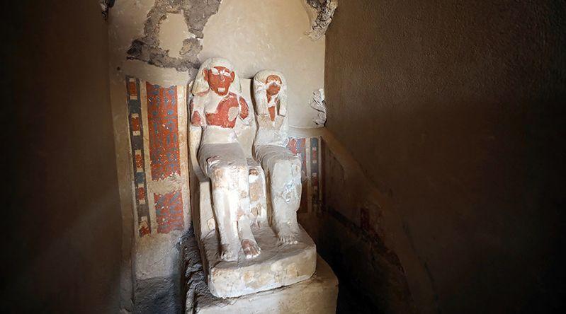 Estatuas del orfebre Amenemhat y su mujer en su tumba en Luxor, Egipto, el 9 de setiembre de 2017