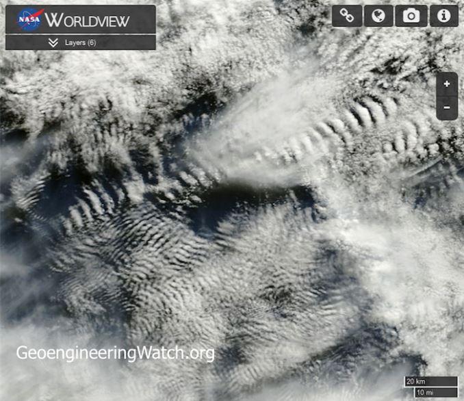 Justo al lado de la costa de Australia, estas imágenes muestran lo mal en que esto puede convertirse. La imagen anterior, explica perfectamente lo que Dane Wigington, escribiendo para Wakeup-World, y Davide Wolfe la describe como «muchas variaciones de los impactos de la nube de radiofrecuencia»