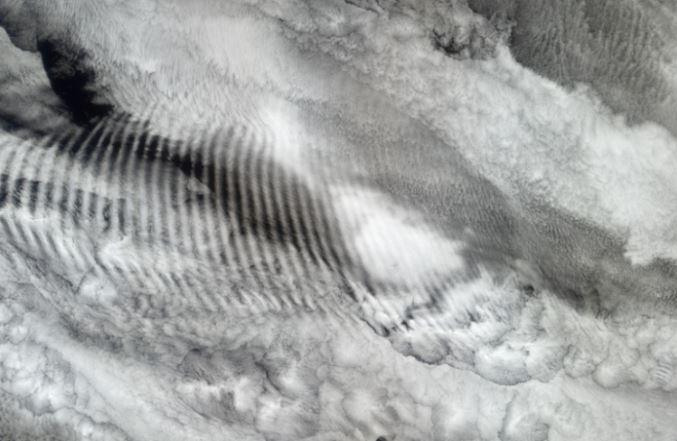 Las transmisiones de radiofrecuencia pueden alterar las formaciones de las nubes. Es el resultado de la «pulverización de metales pesados eléctricamente conductores y tóxicos». Ahora imagine todo lo que respiramos.