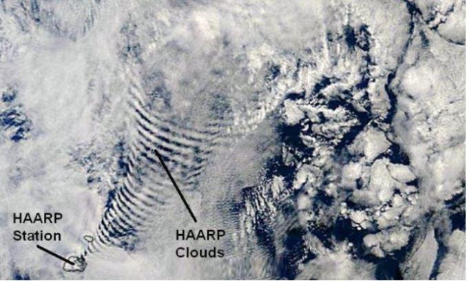 ¿HAARP es realmente responsable de los cambios climáticos? En esta próxima imagen, el enigmático conjunto de nubes se formó cerca de una Estación HAARP, que eventualmente generó unos únicos patrones de nubes.
