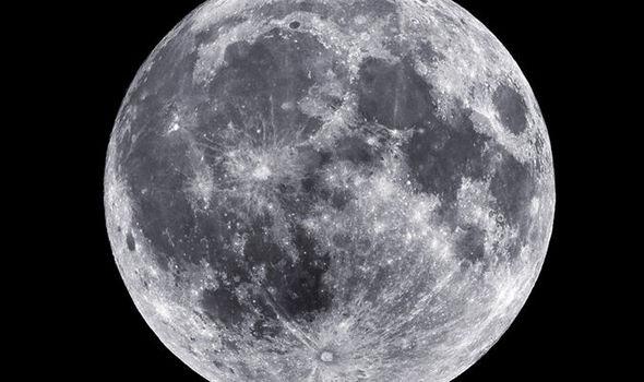 La Luna está hueca por dentro según las Teorías de Conspiración