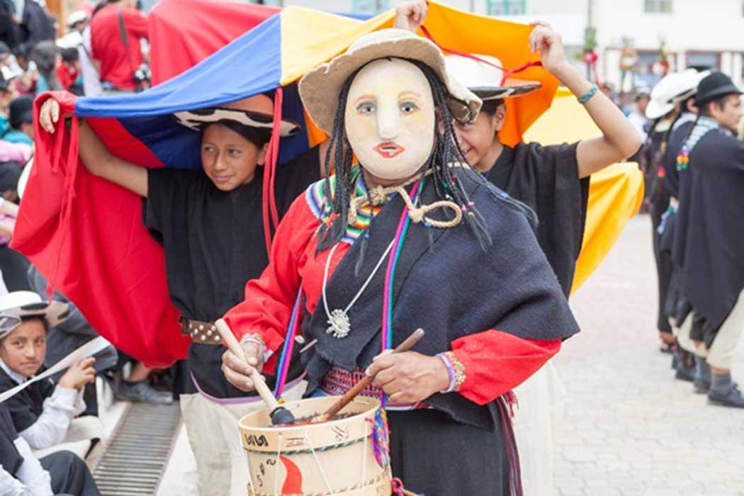 Moderno festival Inti Raymi en Saraguro, Ecuador.