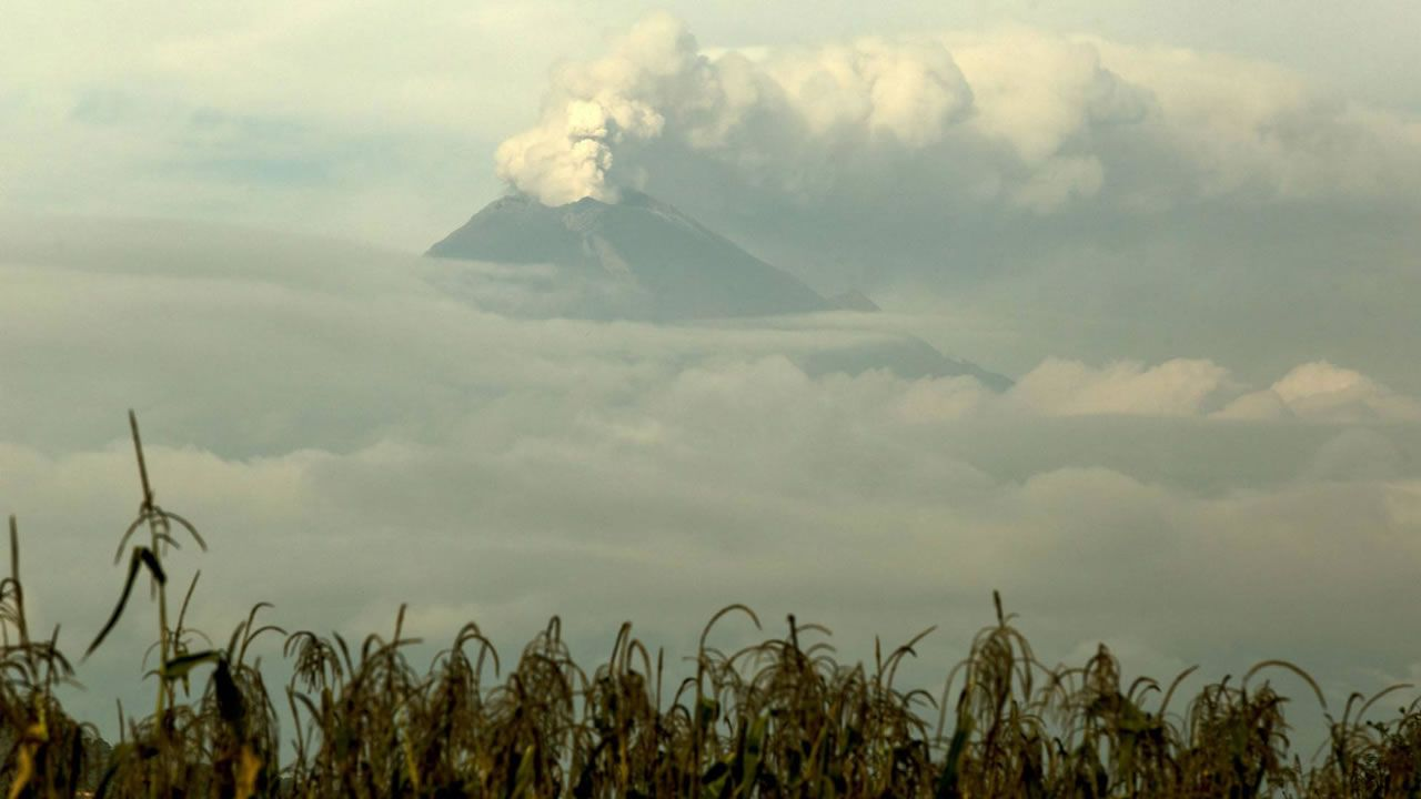 Volcán Popocatépetl despierta ante un México aún convaleciente