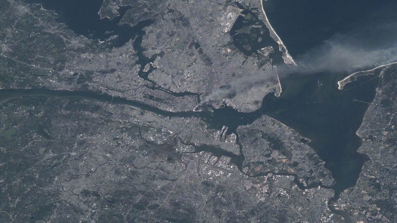 NASA publica imágenes del atentado del 11S desde el espacio