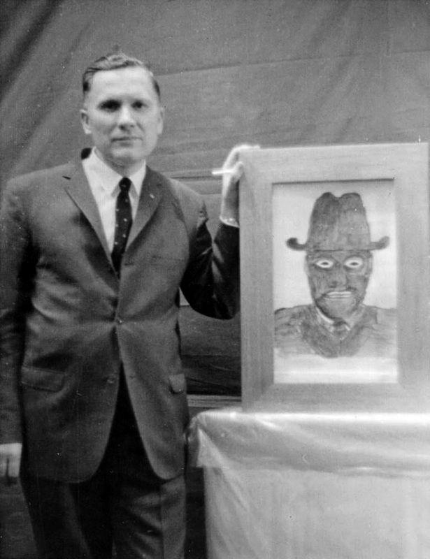 Albert K. Bender el inspirador de las historias de los Hombres de Negro. Aunque la mayoría de investigadores dudan de la realidad completa de su experiencia, es obvió que su relato sirvió de inspiración para la creación de un nuevo mito dentro de los OVNIs.